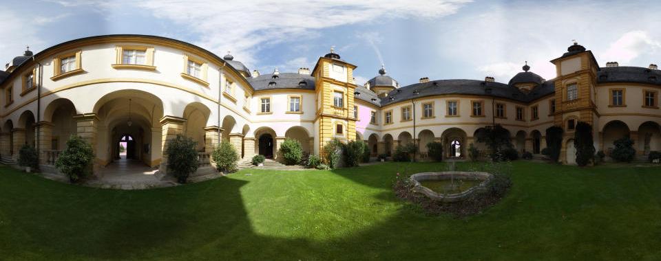 Schloss Seehof Innenhof